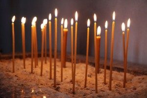 glowing_church_candles_187108